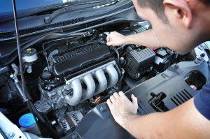 il motore dentro il cofano il cuore dell'auto